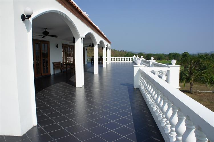 10 bedroom property ideal - 8