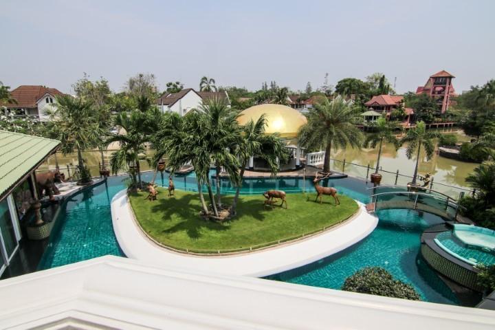 club majestic luxury villa - 4