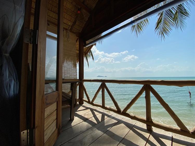 stunning location beachfront resort - 7