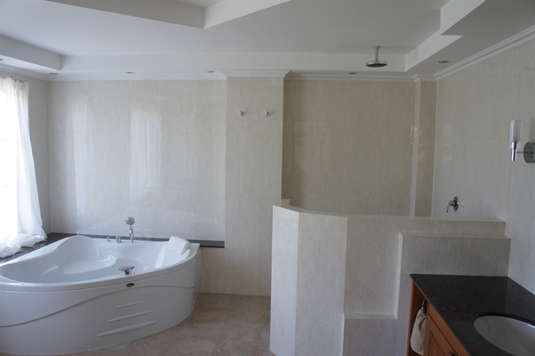 10 bedroom property ideal - 6