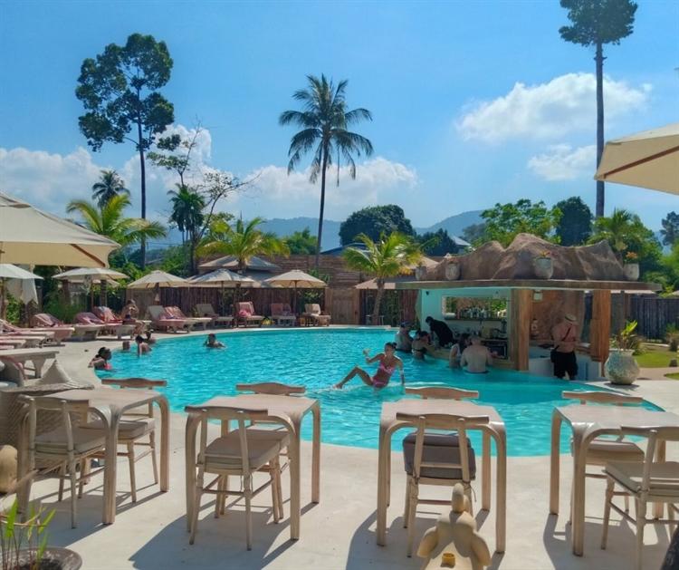 superb resort's restaurant pool - 9