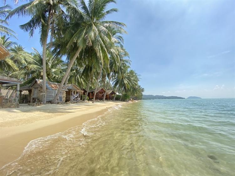 stunning location beachfront resort - 4