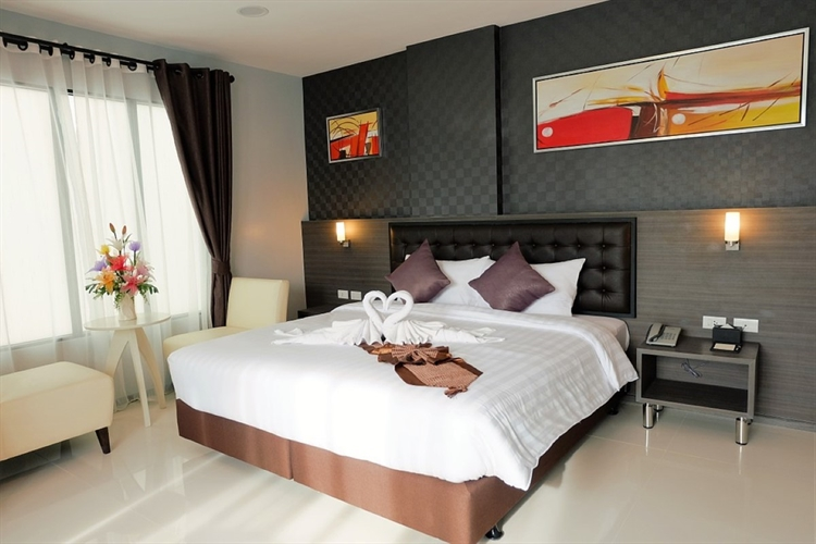 hotel centrally located - 2