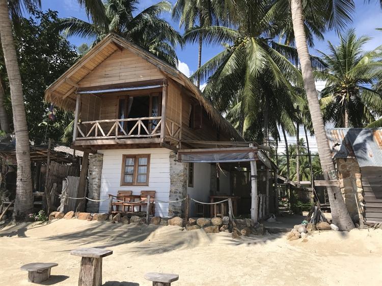 stunning location beachfront resort - 5
