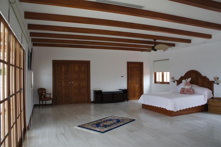 10 bedroom property ideal - 13